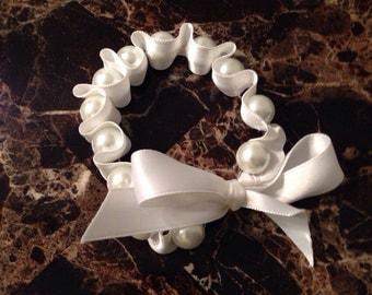 Beaded bracelet with ribbon