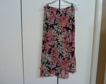 Beautiful long skirt, Vintage, Black with pinks and white floral design. Size Large