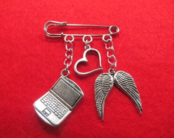 Supernatural Sabriel kilt pin brooch (38mm).