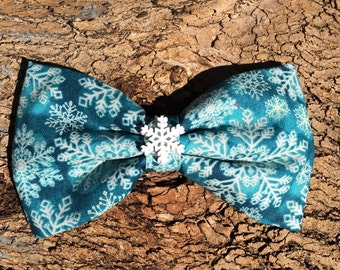 Bow Tie or Flower Collar Attachment & Accessory for Dogs and Cats / Winter SNOWFLAKE