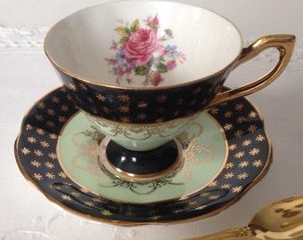 Lovely Vintage Queen's Tea Cup & Saucer