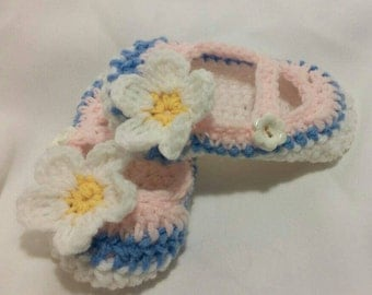 Mary Janes, crochet Mary Janes, girls shoes, toddler shoes, soft sole bootie, childrens shoes, handmade mary jane, white and pink shoes