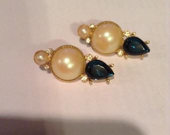 Richelieu pearl and rhinestone earrings