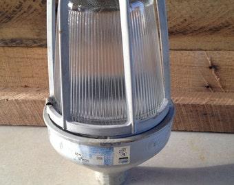 Crouse-hinds vapor proof light