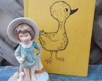 Adorable Vintage Figurine and Book Set!