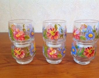 Prize vintage of 6 small glass, quick drinks with floral decoration.