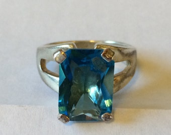 Bold Bright Stunningly Beautiful Large Solitaire Blue Topaz Ring Size 8.75