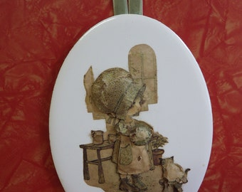 Vintage 1970s Holly Hobbie - ceramic wall plaque with paper tole raised 3D effect - on velvet hanger