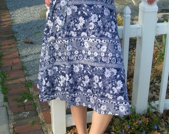 size S/M vtg 70s 80s wrap around skirt flower print navy indigo blue & white / hand sewn OOAK A-line classy, twirly, flirty, polka dots