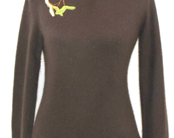 Brown cashmere turtleneck sweater with maple seed design