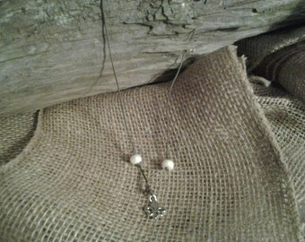 Freshwater pearl with fleur de lis charm