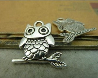 16pcs  21x23mm Antique Silver Lovely Owl Charm Pendant. c4222