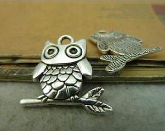 16pcs  21x23mm Antique Silver Lovely Owl Charm Pendant. c4222