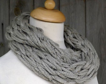 Merino Snood: taupe tweed