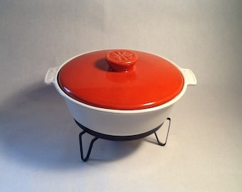 Calif USA S 50 Ceramic Oven Proof Ovenware Casserole Dish With Orange Lid and Metal Serving Stand