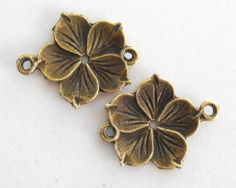 A pair of flower, floral connectors with an antiqur bronze finish, 25mm, C9001