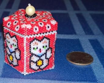 Small Japanese Lucky Cat Maneki Neko Beaded box