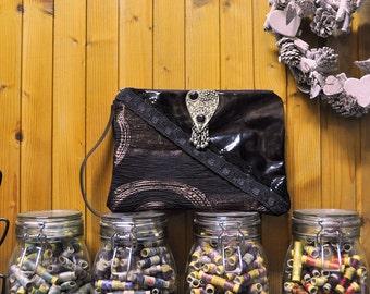 Handmade leather pochette / Handbag / Black / Auburn / Graphic / Zippered.