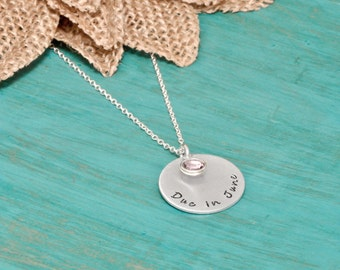 Due in necklace | pregnancy month necklace | necklace for new moms | due date necklace