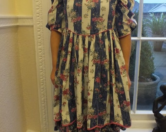 Sale! Vintage Country Style Dress/Western Style/1980s/ Handmade/ Floral Print/Cotton/  Party Dress