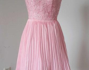2015 V-back Blush Pink Lace Chiffon Short Bridesmaid Dress Pleating Skirt