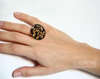 Golden Flakes Black Ring