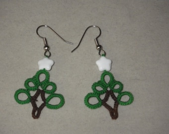 Tatted Christmas tree earrings with glass star bead, tatting lace, tatted jewely, holiday accessory