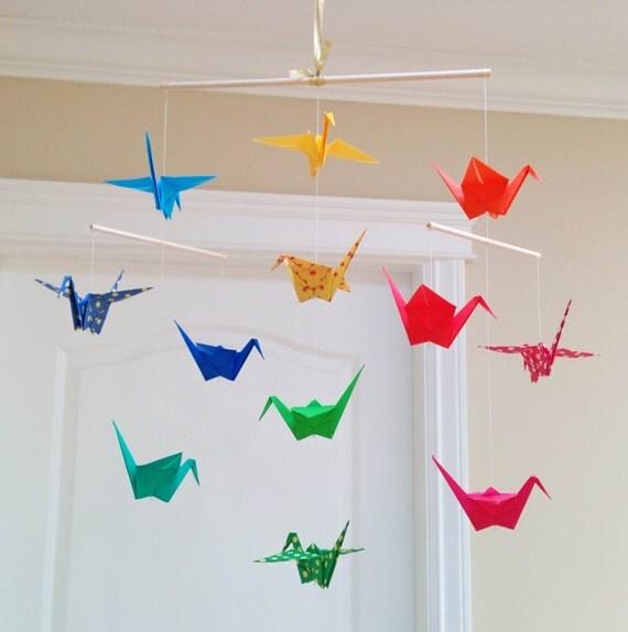hnliche artikel wie origami kranich mobile bunte drucke und solide papiere kindergarten. Black Bedroom Furniture Sets. Home Design Ideas