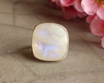 Statement Moonstone ring - Cushio ring - Bezel ring - Square ring - Gemstone ring - One of a kind - Gift for her