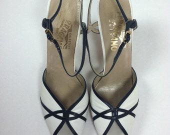 Vintage Salvatore Ferragamo White Sandals / Vintage White Leather Sandals / size 8 8.5