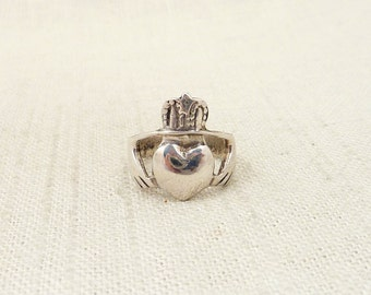 SALE ---- Size 5.5 Vintage Sterling Big Heart Claddagh Ring