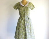 1940s Vintage Dress Green Cotton Paisley Print House Dress S/M