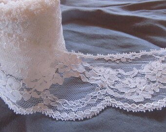 WHITE SCALLOPED LACE --over 7 yards (259 inches)