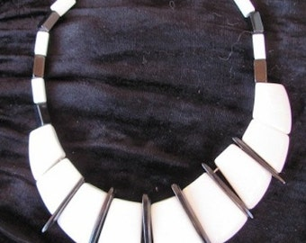 Vintage 80s - Black and white Necklace