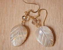 Handmade Champagne Mother of Pearl Earrings Ivory Pearl Leaf Earrings Ivory Earrings Champagne Pearl Earrings Ivory Mother of Pearl Earrings