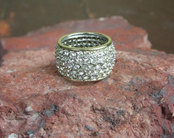 She Sparkles Ring Gold Tone / Silver tone 80s Bling
