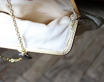 Little Gold Ivory Embroidered Handbag 1960ies, Evening purse with gold Clasp and Chain handle