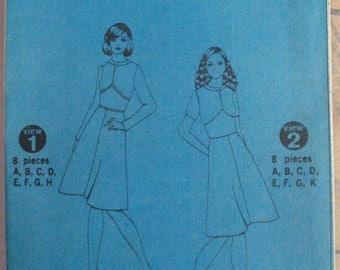 Designer Fashion Sewing Pattern - Misses Petite Lined Dress - Simplicity 5789 - Size 12MP, Bust 34, Uncut