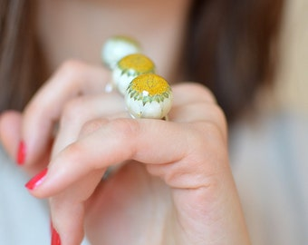 Mothers day gift Daisy Ring, Resin Bubble Ring, flower ring, eco resin, everyday rings , flower ring, real flower jewelry