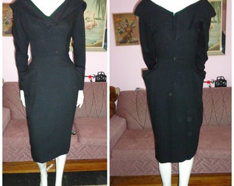 1950's BEAUMELLE Black Wool Sexy Wiggle Dress Portrait Collar 3D Stand out Pockets Marilyn 29 waist VLV