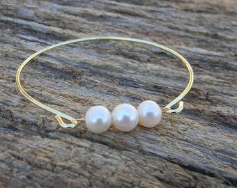 Pearl Bangle Bracelet / Three Pearl Bangle / Gold Bangle Bracelet / Pearl Bridesmaid Bracelet / Wedding Jewelry / Bridesmaid Gift / Gift