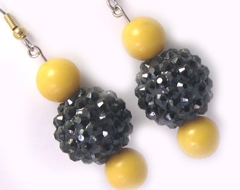 Handmade Beaded Pittsburgh Steelers Earrings, Steeler earrings, Pittsburgh Steeler colors, yellow black earrings, Pittsburgh Earrings