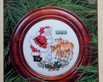 Cross Stitch Pattern   Stoney Creek Collection   1989 SANTA CHRISTMAS PLATE   Counted Cross Stitch Pattern   Chart