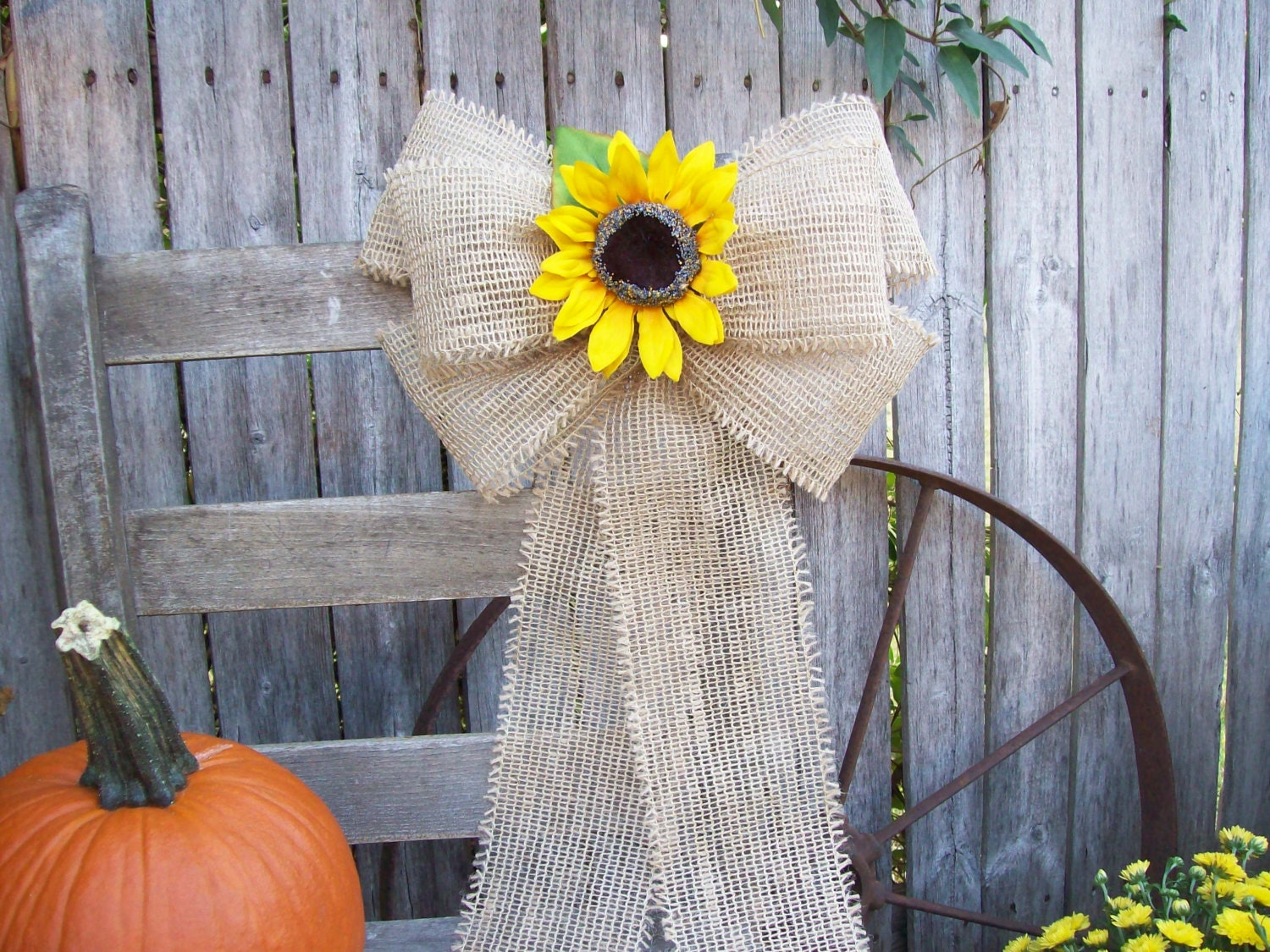 burlap and sunflower pew bow country wedding decor barn. Black Bedroom Furniture Sets. Home Design Ideas