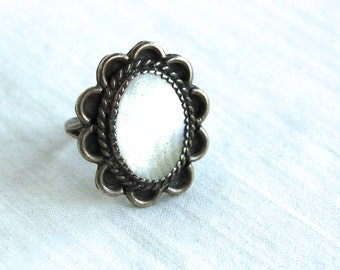 Mother of Pearl Ring Native American Size 6 Vintage Sterling Silver Snow Cameo MOP