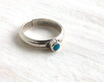 Turquoise Ring Vintage Simple Solitaire Size 6 .5 Stacking Minimalist Southwest Jewelry