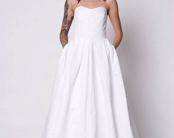 Wedding Gown with Pockets. Midnight Skies Wedding Gown. Strapless Gown with Pleated Skirt and Button Detail. White size 4. Ready to ship.