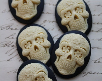 DAY of the DEAD Sugar Skull  Cameo Cabs Cabochon Day of the Dead Dia de los Muertos Skull Black Ivory 40x30mm Sugarskull 5 PIECES