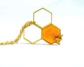 Bee pendant honeycomb, honeybee pendant, Resin jewelry. honey, Modern jewelry. contemporary OOAK, amber