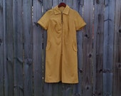 M Medium Vintage 60s 70s Mustard Yellow Short Sleeve Collar Mod Modette Hipster Indie Classic Front Zipper Go Go Dress with Pockets